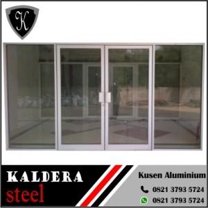 Pintu swing aluminium